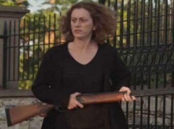 H Γη της Ελιάς: Η Χάϊδω αγοράζει παράνομα καραμπίνα – Ποιον πάει να σκοτώσει  – MEDIA & TV